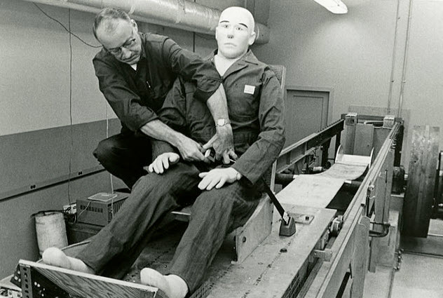 7a-early-seat-belt-testing-dummyjpg