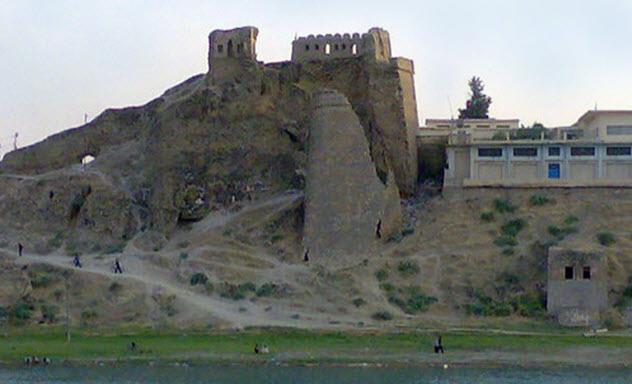 8a-Bash-Tapia-Castle