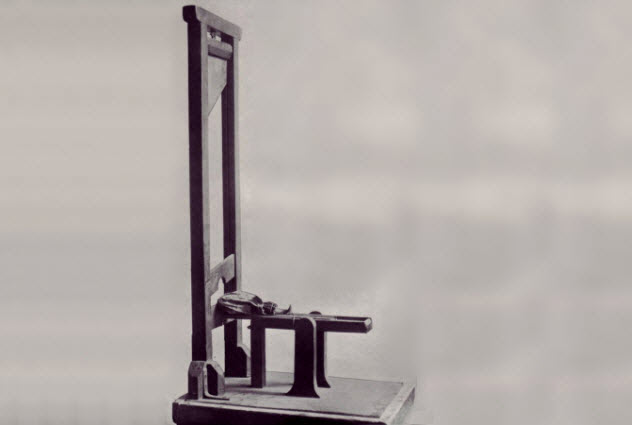 10d-toy-guillotine-french-revolution