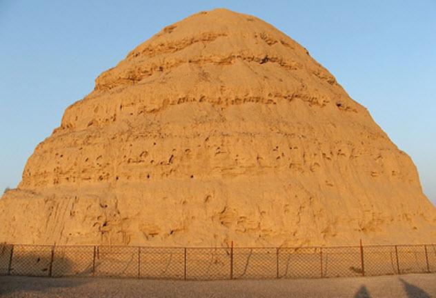 2-xi-xia-mausoleum