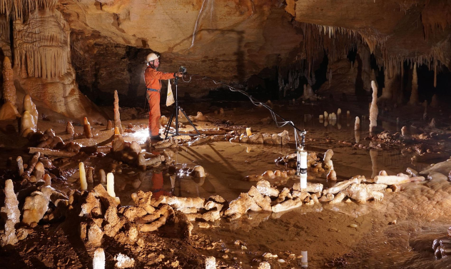 Neanderthal Cave Circles