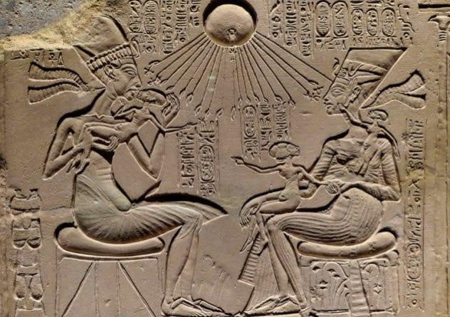 3-egyptian-hard-living