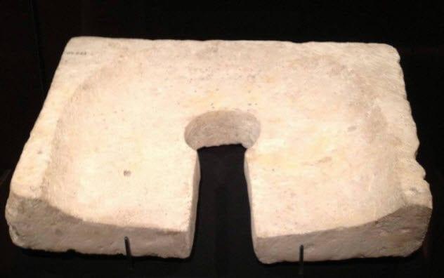 4-egyptian-toilet-seat