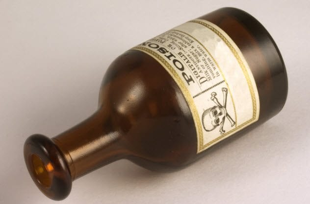 9a-vintage-poison-bottle-92025306