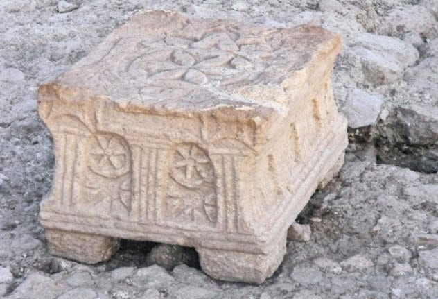 7-altar-stone-early-jewish-synagogue