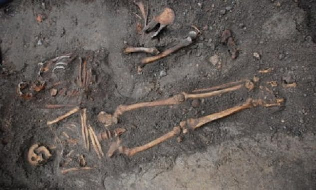 kalmar-castle-skeletons