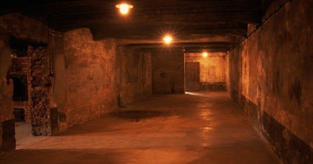 3-auschwitz-gas-chamber