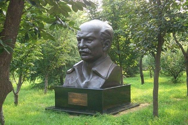 Norman Bethune Statue