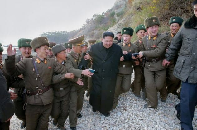 10a-kim-jong-un-with-soldiers