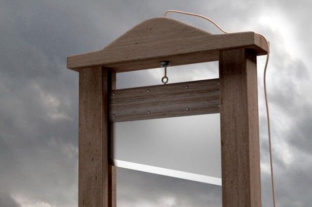 10b-guillotine-526088573