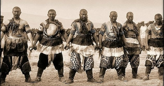 Mongol_warriors_Traditional_Dress