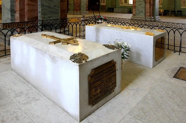 1-chapel-with-nicholas-family-tombs