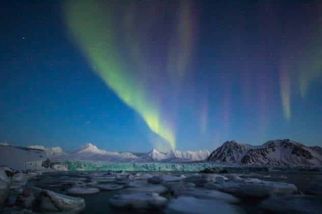 3a-aurora-borealis-over-spitsbergen-svalbard-481931116