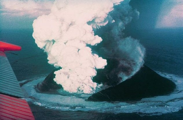 4-surtsey-volcanic-eruption