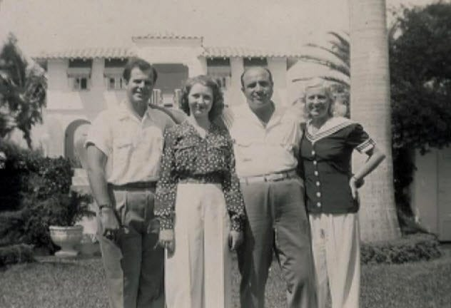 7a-al-capone-with-family-florida-after-prison