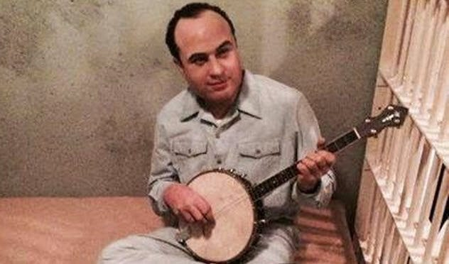 9-capone-playing-banjo