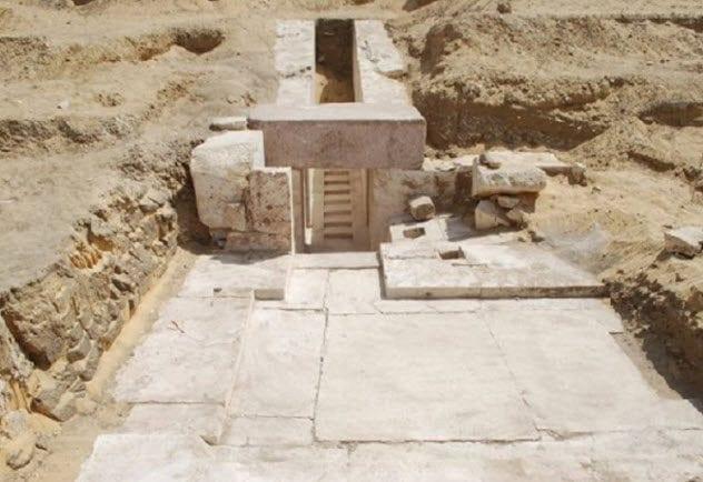 9a-13-th-dynasty-pyramid