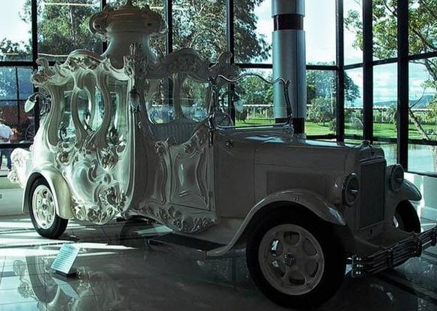 https://listverse.com/wp-content/uploads/2018/06/2a-early-20th-century-hearse.jpg