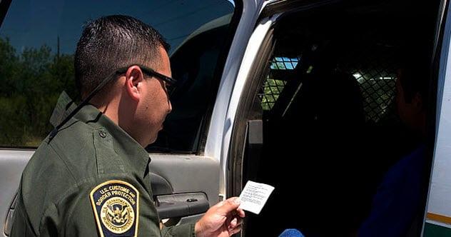 Dôstojníci zatknutý