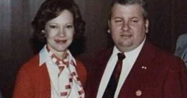 10 Creepy Photos Of People Unaware They Are With A Serial Killer