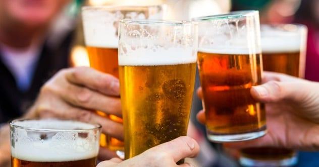 Alkoholické datovania pijan